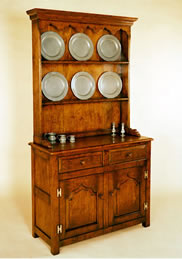 097H Enclosed Small – High Dresser