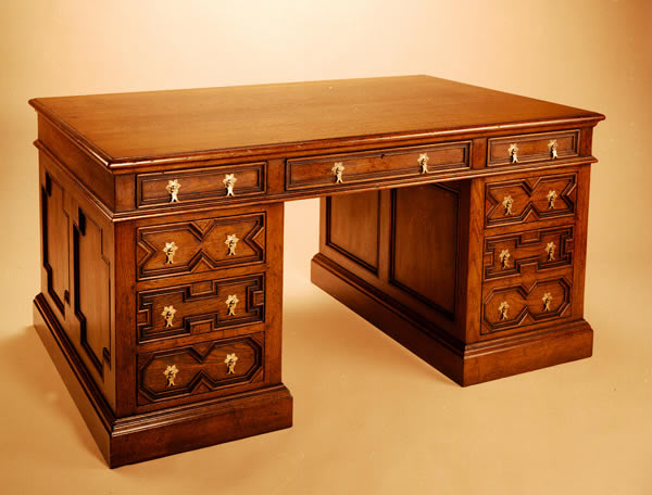 OD1 Pedestal Desk – Geometric Mouldings