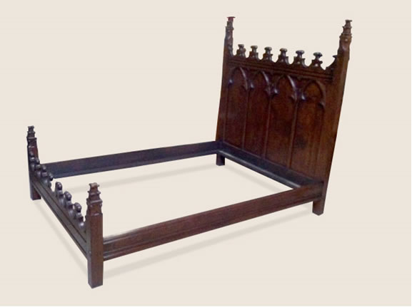 SC11206 Gothic Bed